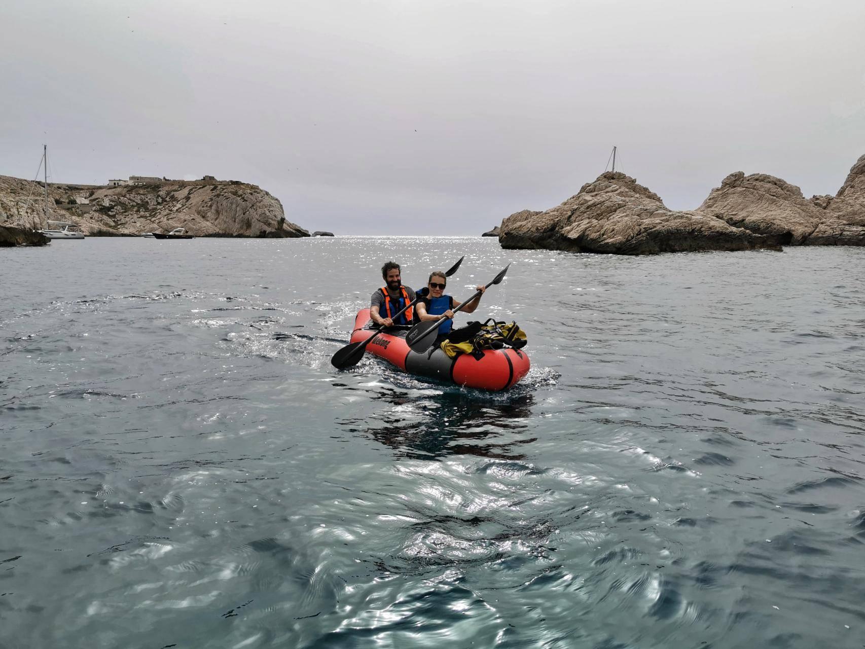Tour des iles du Frioul en packraft Mekong, les Calanques au large de Marseille