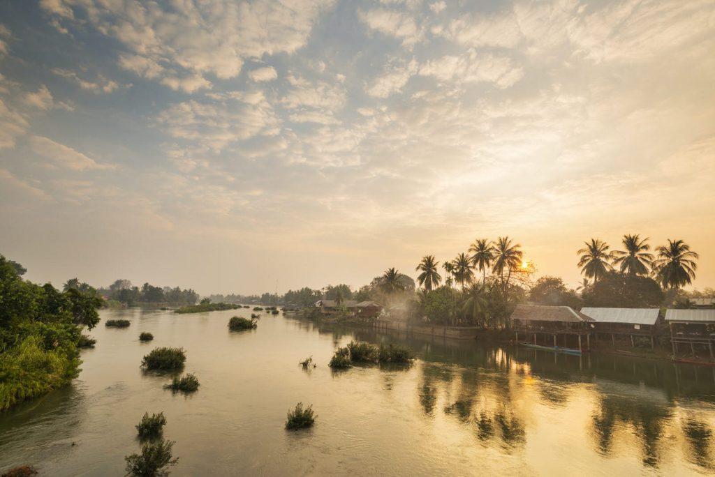 couché de soleil sur le fleuve mekong